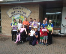 Head teacher Andy Henderson, PCSOs Sarah Phelps and Cherylin Pryor, and staff and pupils from Ysgol Hen Felin School.