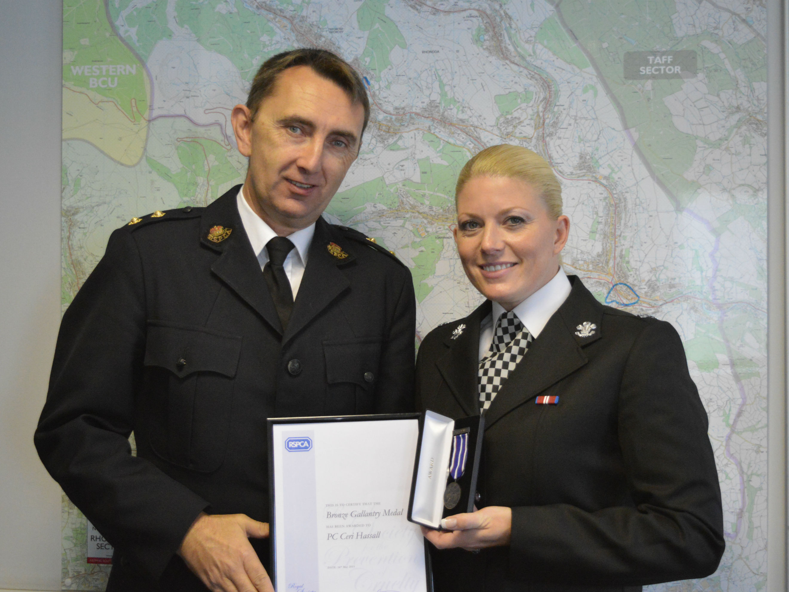 RSPCA inspector Simon Evans and PC Ceri Hassall pic2